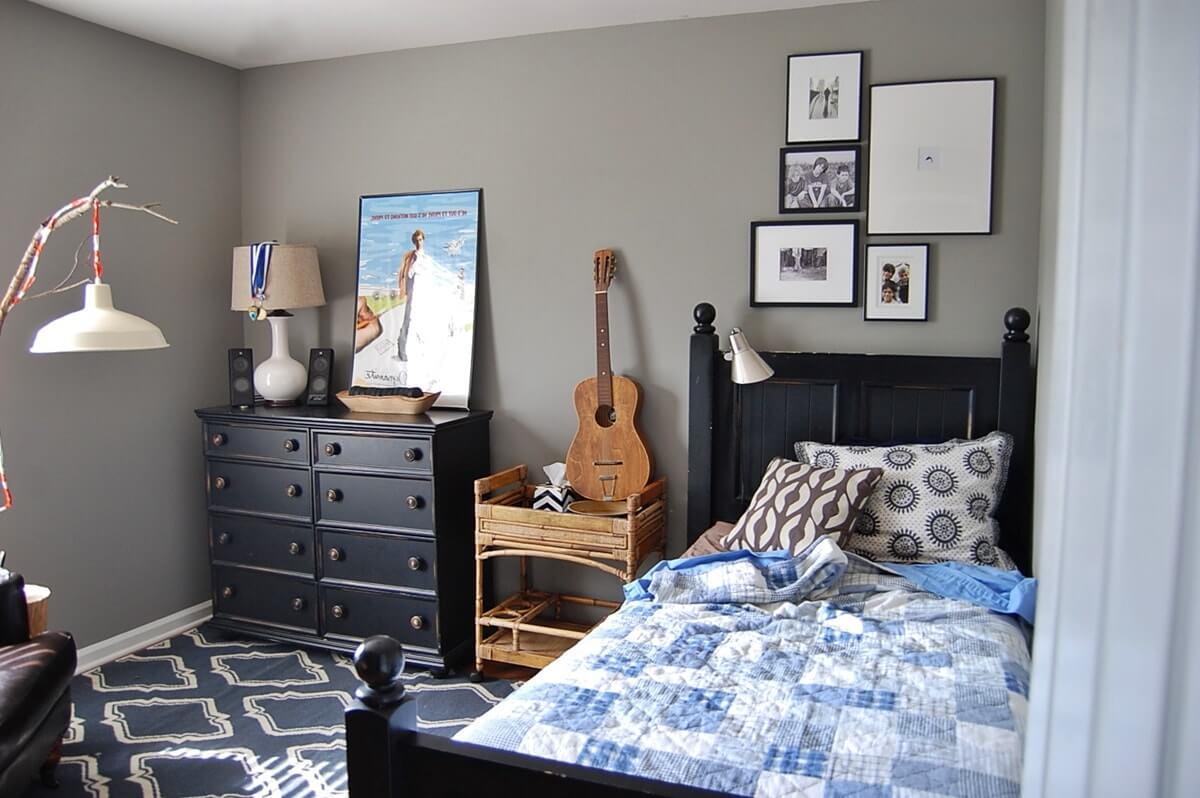 Зоны хранения в комнате мальчика подростка - фото
