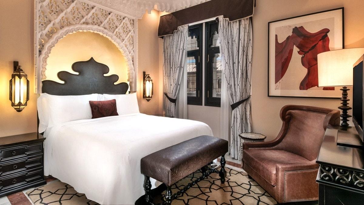 Интерьер спальни в мавританском стиле