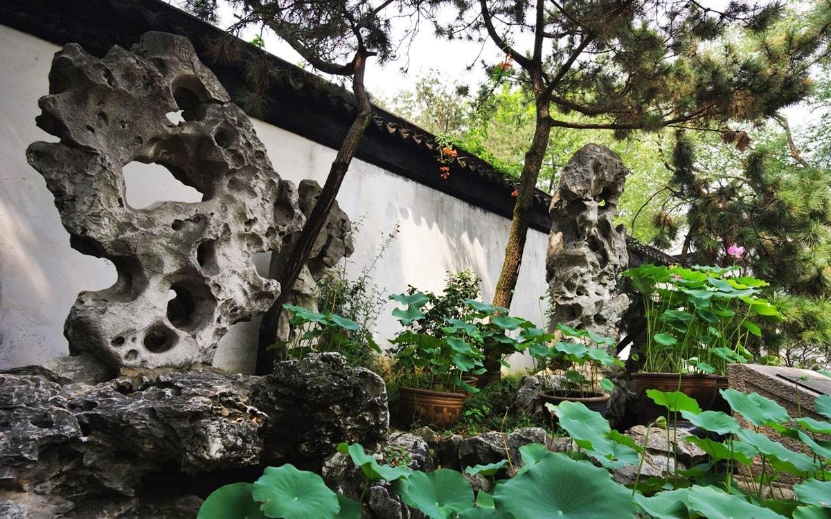 Камни в китайском саду