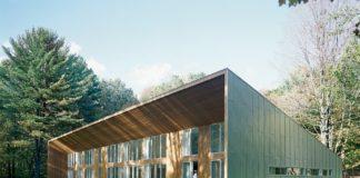 Одноэтажный загородный дом с односкатной крышей - фото 1