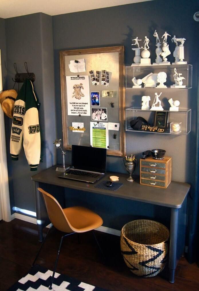 Рабочий стол в комнате подростка - фото