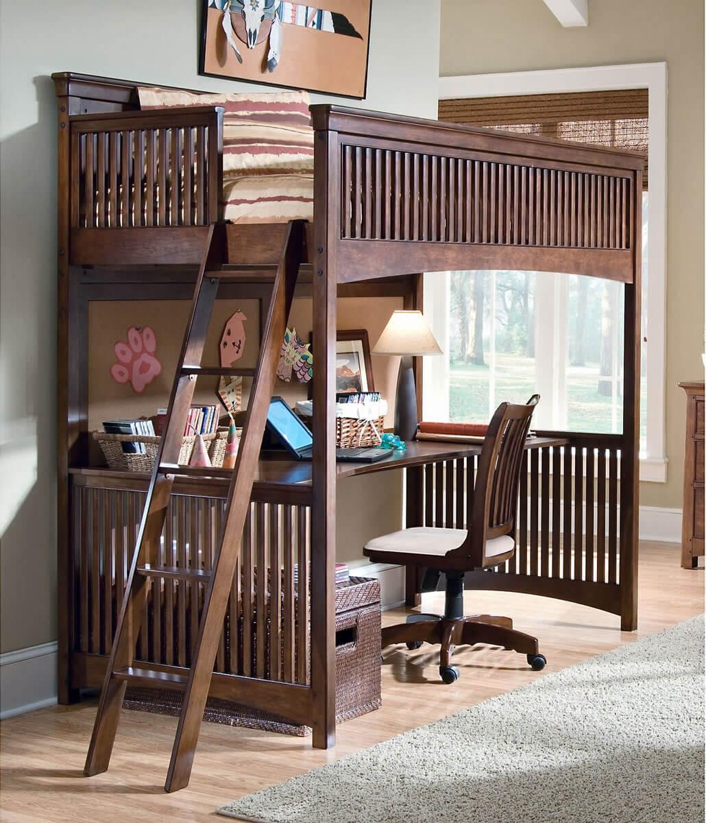 Рабочий стол с кроватью в детской