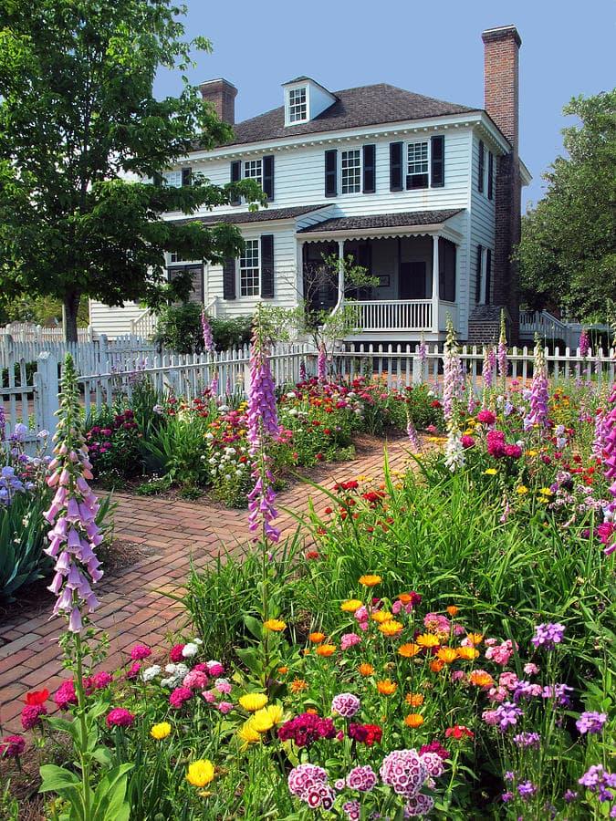 Цветовая палитра сада в колониальном стиле