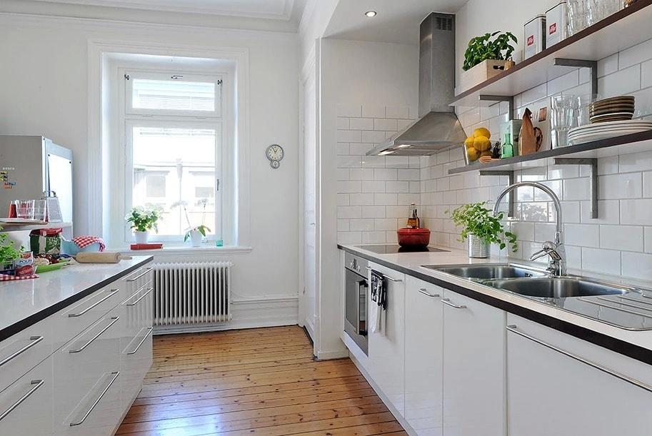 Деревянные полы на кухне в скандинавском стиле