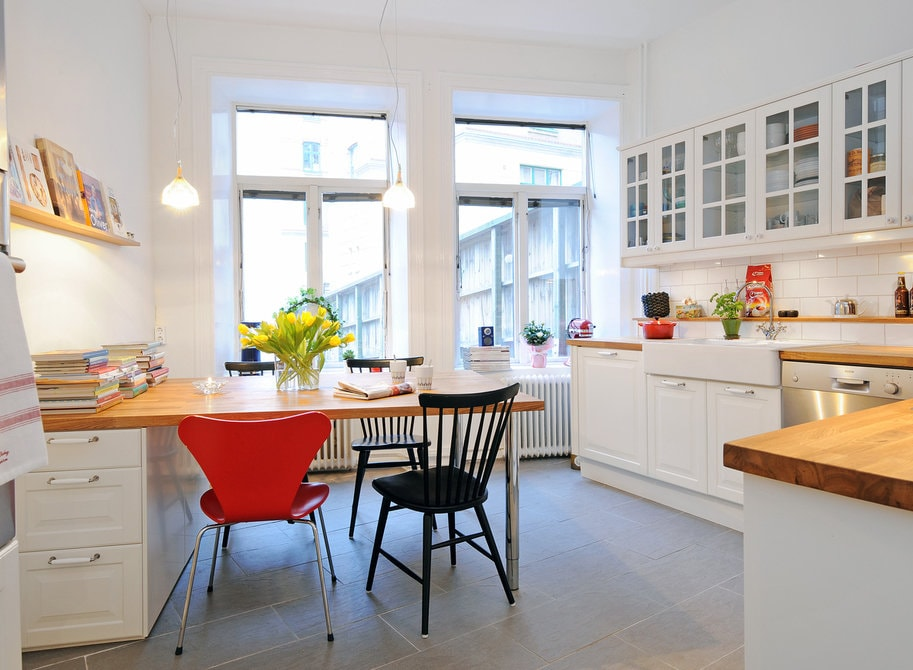Керамическая плитка на полу кухни в скандинавском стиле