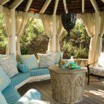 Садовая мебель в беседке