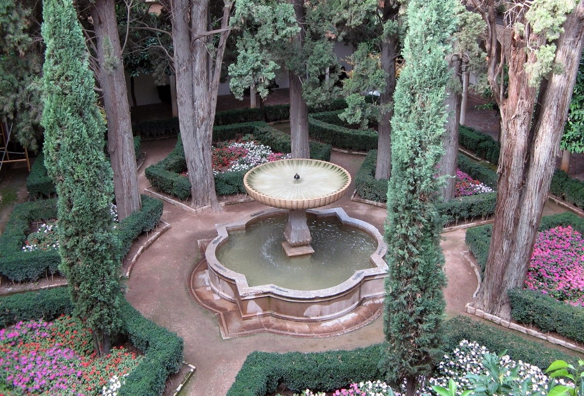 Фонтан в мавританском саду