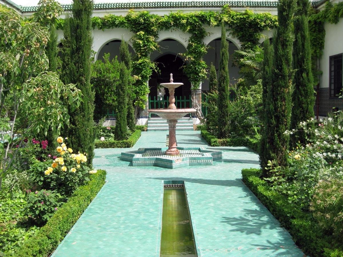 Фонтан и каналы в мавританском саду