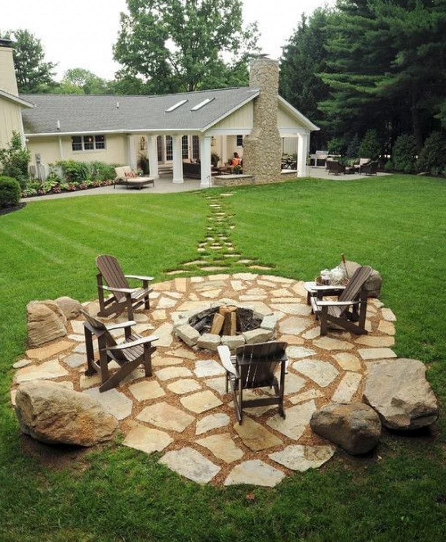 Кострище и дизайн дома с участком