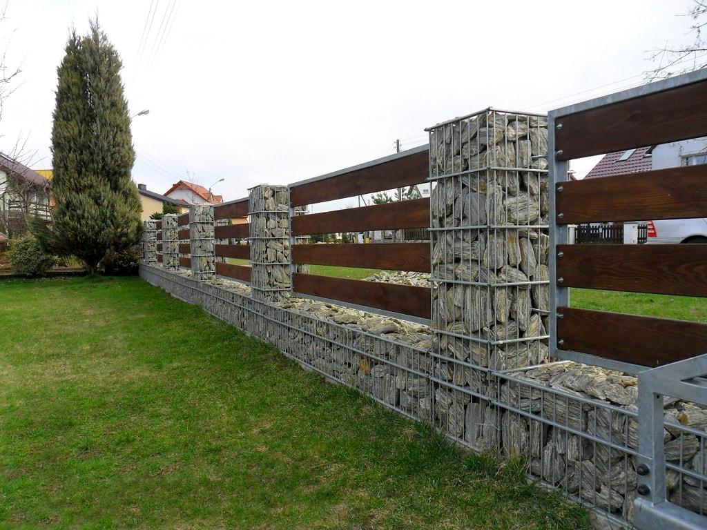 каждой коллекции забор с камня и дерева фото решение помогает