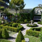 Партер в саду