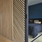 Декоративные рейки на стене в интерьере - фото (25)