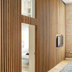 Декоративные рейки на стене в интерьере - фото (26)