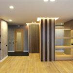 Декоративные рейки на стене в интерьере - фото (28)
