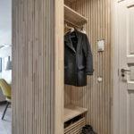 Декоративные рейки на стене в интерьере - фото (9)