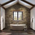 Декоративный камень в ванной комнате - фото