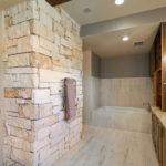 Декоративный камень в ванной комнате - фото (4)