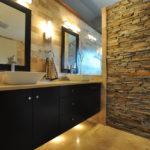 Декоративный камень в ванной комнате - фото (7)