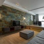 Декоративный камень в интерьере гостиной - фото (13)