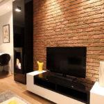 Декоративный камень в интерьере гостиной - фото (2)