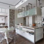Декоративный камень в интерьере кухни и столовой - фото