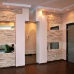 Декоративный камень в интерьере прихожей - фото (4)