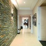 Декоративный камень в интерьере прихожей - фото (8)