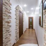 Декоративный камень в интерьере прихожей - фото (9)