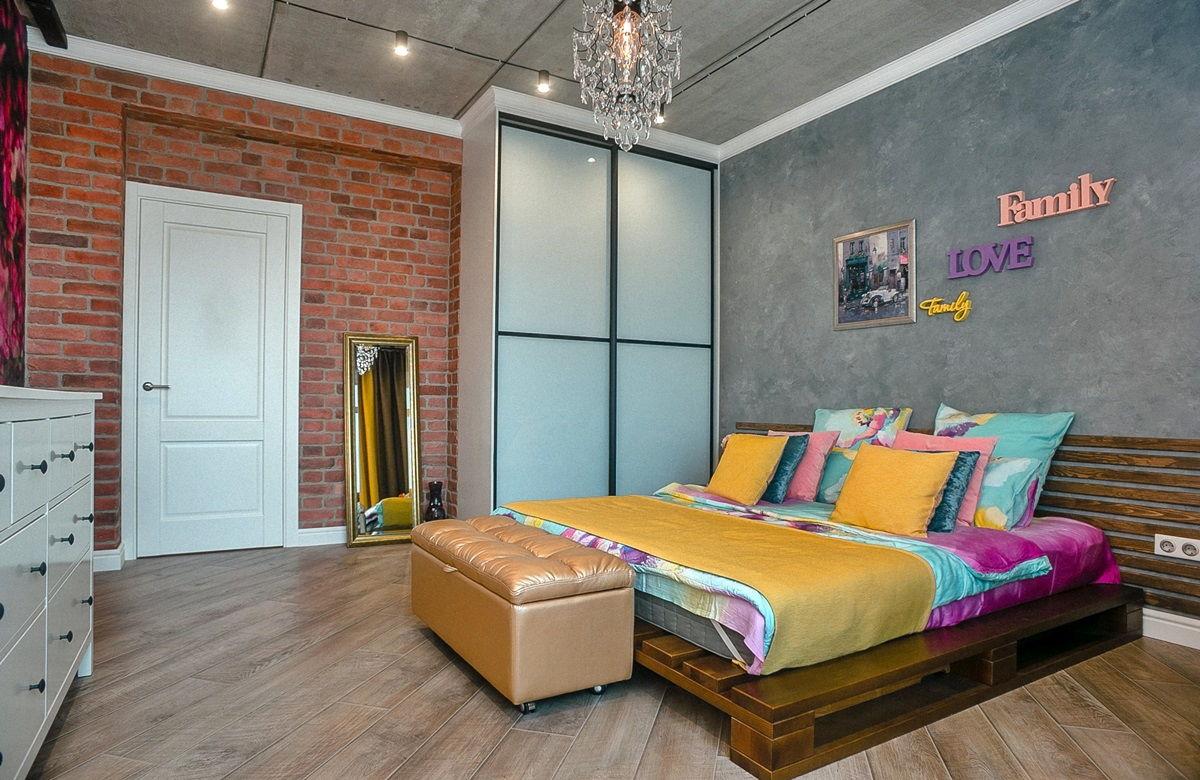 Кровать для спальни в стиле лофт