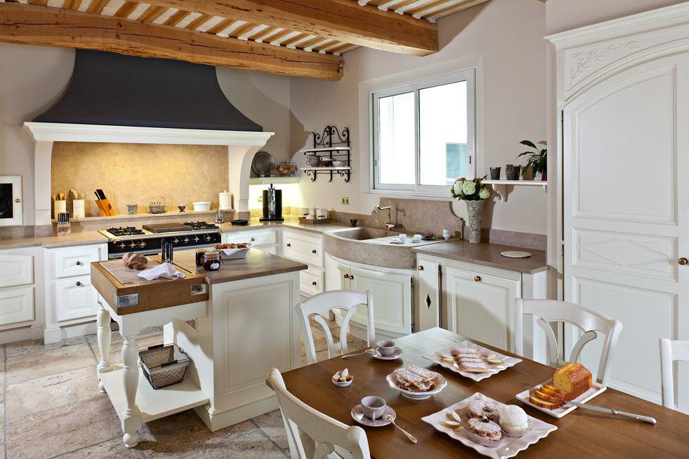 Кухня в стиле прованс в белом цвете