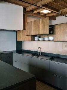 Минималистичная мебель для кухни в стиле лофт