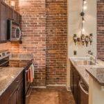 Подстветка рабочей зоны кухни в стиле лофт - фото