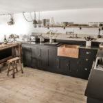Пол из досок на кухне в стиле лофт