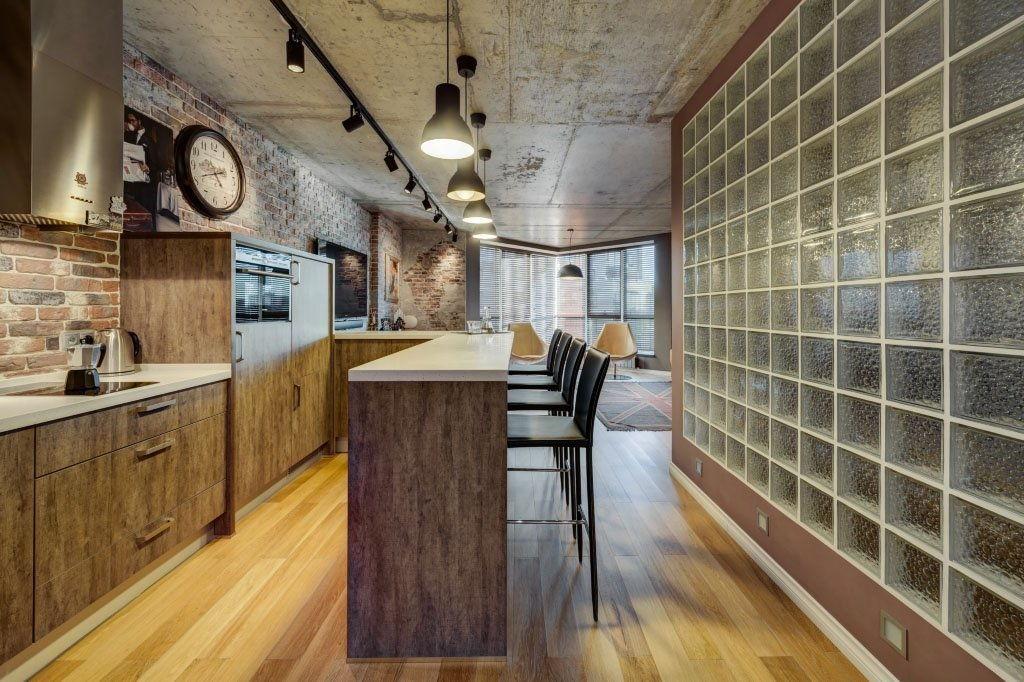 Стены из стеклоблоков на кухне в стиле лофт