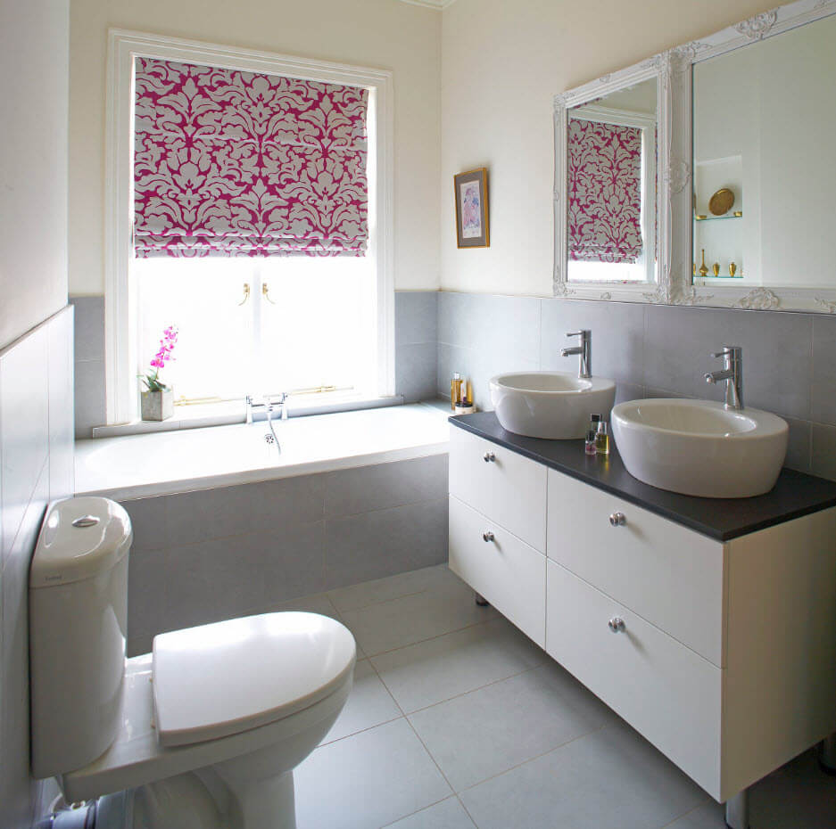 Римские шторы в интерьере ванной - фото