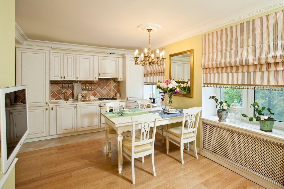 Римские шторы в интерьере кухни - фото