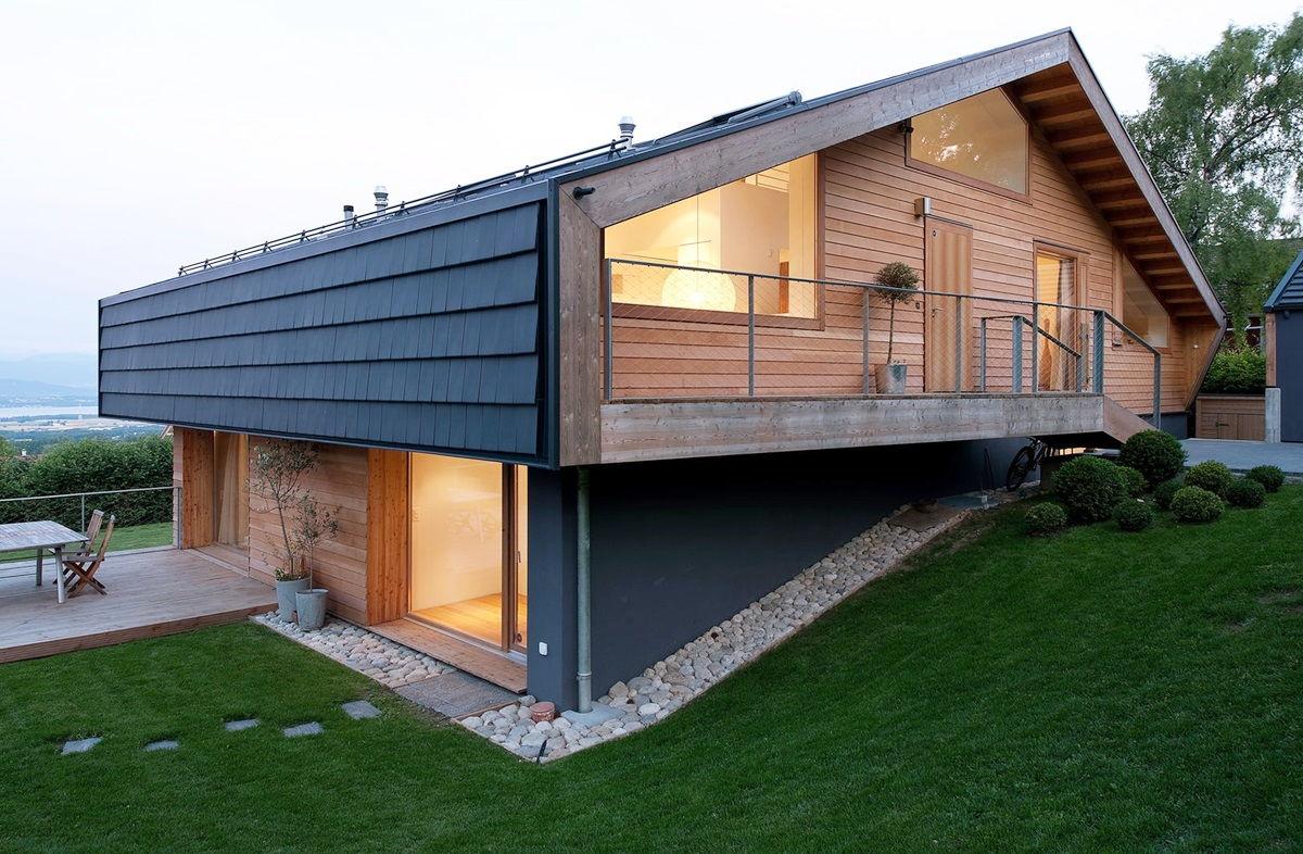 Древесно-бежевый дом в скандинавском стиле