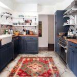 Ковер в интерьере кухни - фото (2)