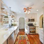 Ковер в интерьере кухни - фото (8)