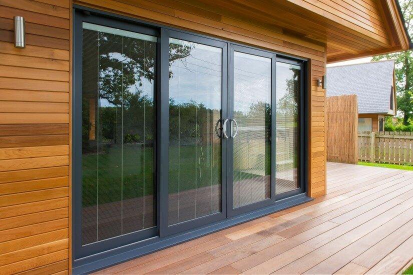 Стеклянные двери слайдеры для дома в скандинавском стиле