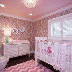 Бумажные обои в интерьере детской комнаты (8)