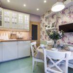 Бумажные обои в интерьере кухни (10)