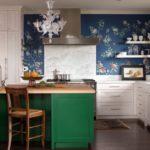 Бумажные обои в интерьере кухни (9)