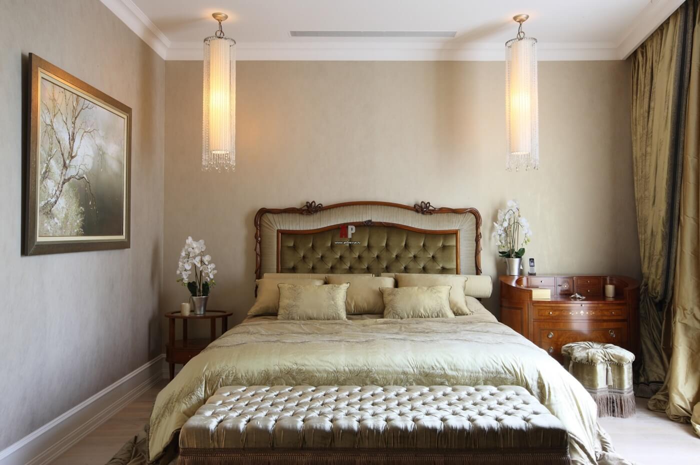 Изголовье кровати в стиле неоклассика