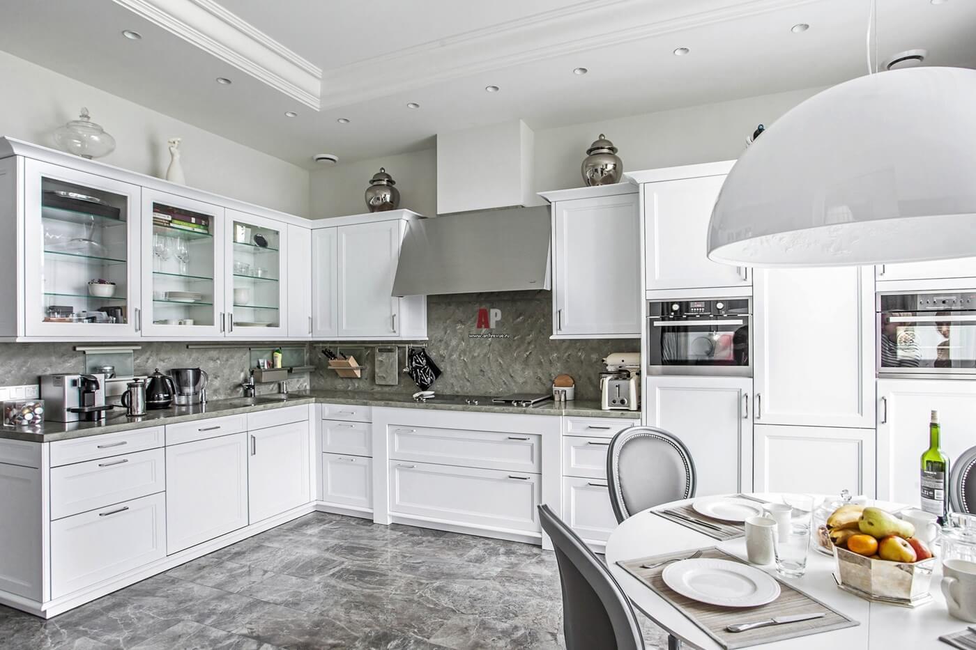 Кухня в неоклассическом стиле - фото