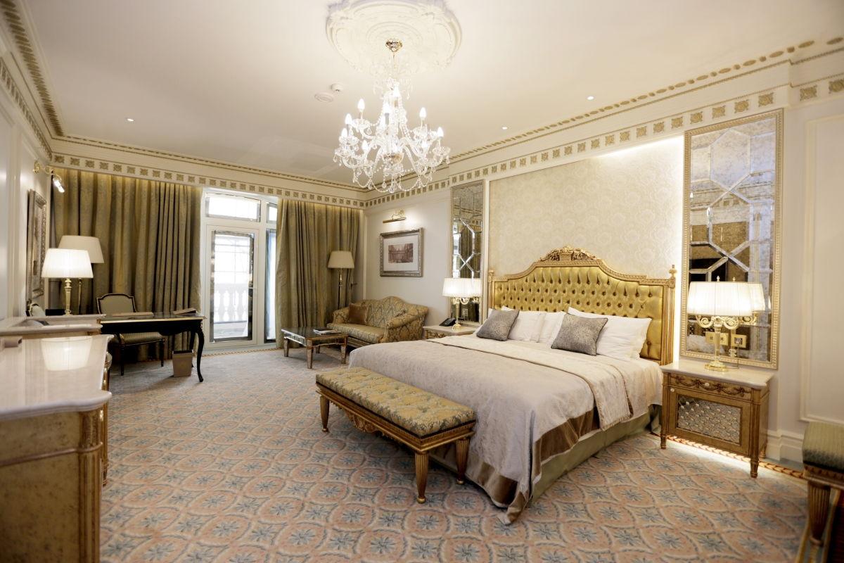 Освещение спальни в неоклассическом стиле