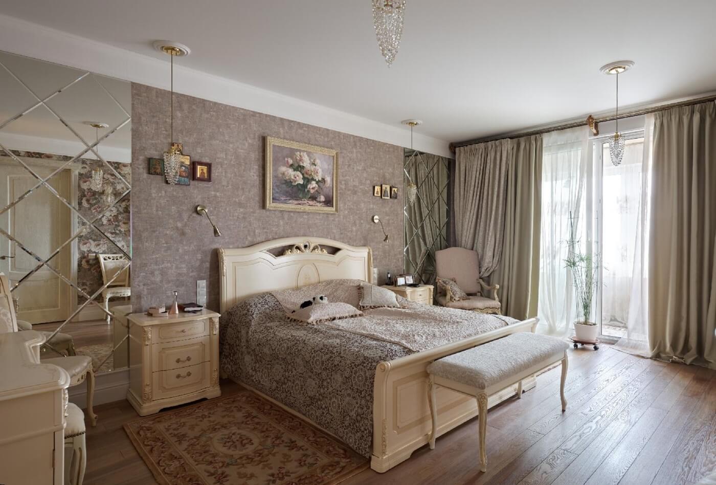 Отделка потолка в неоклассической спальне