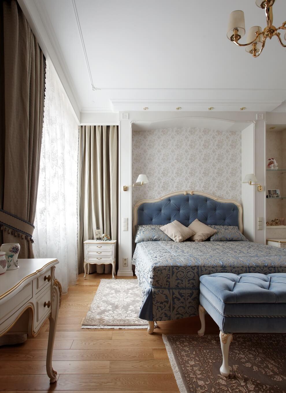 Пепельно-голубой цвет в интерьере спальни