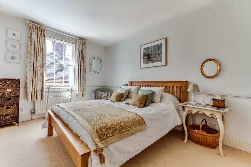 Спальня в стиле кантри в квартире