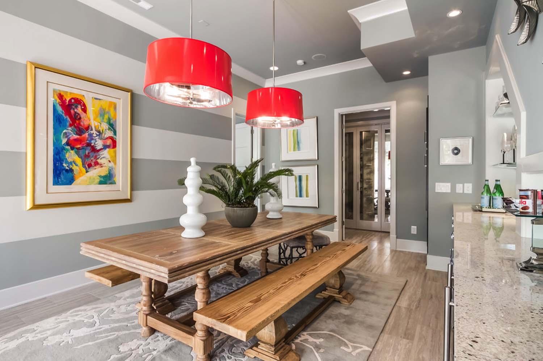 Акцентная стена в интерьере кухни и столовой